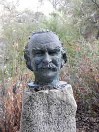 Photo of Will Geer bust